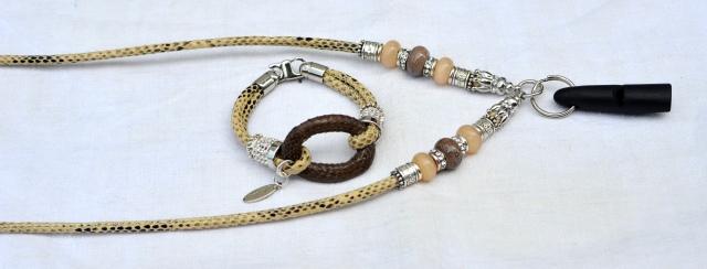 Ziegennappaleder Snake beige mit passendem Armband und Ebenholz-Pfeife